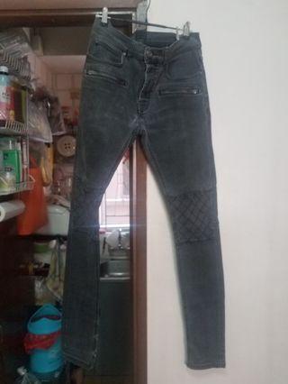 Zara 灰黑色窄身牛仔褲