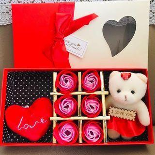 少量現貨🌹2019 法式浪漫香皂花熊Bear Bear ❤️花盒 6 朵漸變色香皂玫瑰 母親節花 母親節禮物 求婚周年紀念 百日宴 ROMANIC LOVE VALENTINES ANNIVERSARY WEDDING NEW YEAR SOAP ROSES & BEAR BOX GIFT