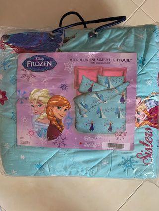 Disney froze. Queen size light quilt