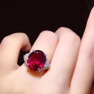 鉑金鑲石榴石鑽石戒指