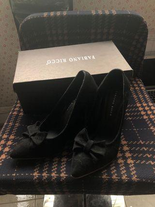 🚚 Black ribbon velvet heels