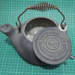 Cast aluminum vintage kettle from USA