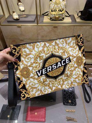 🚚 Versace Clutch