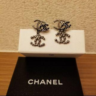 Chanel metal and jewels 耳環
