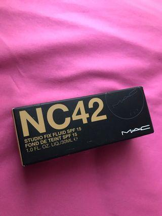 MAC Studio Fix Fluid SPF 15 NC42