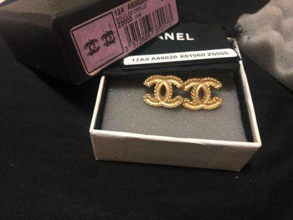 Authentic Chanel CC logo classic earring large matte gold pleated sides