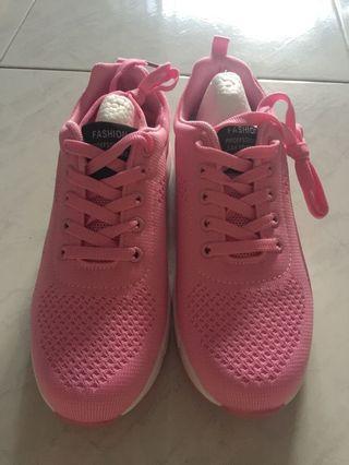 🚚 Ladies sports shoe
