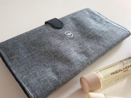 Authentic Victorinox Toiletries bag gadgets organiser