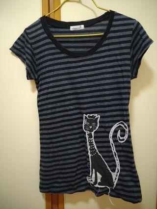 貓貓黑灰間條修腰上衣-非常顯瘦😍