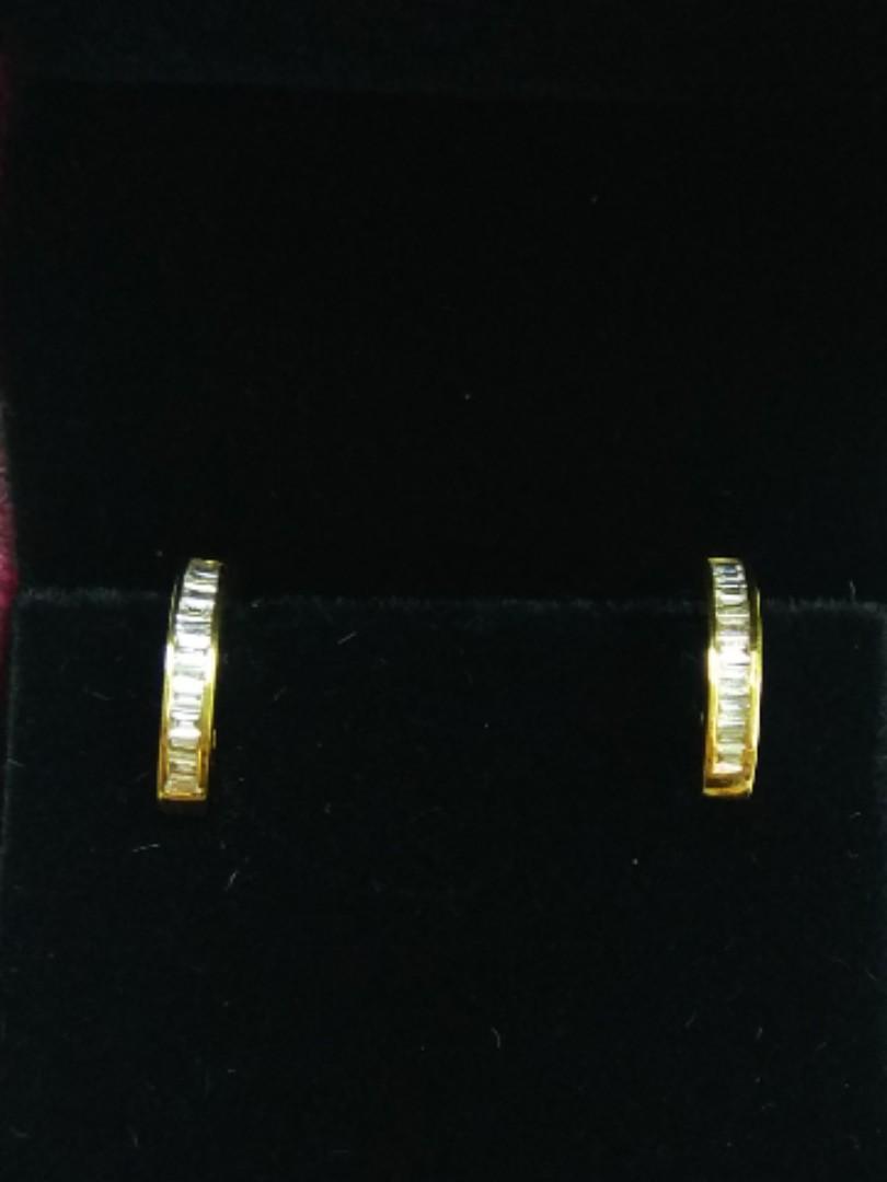 18K Yellow Gold Diamonds Earrings