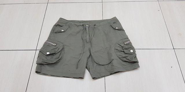 🚚 多口袋休閑短褲《31腰》