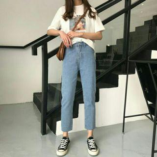 淺藍直筒牛仔褲