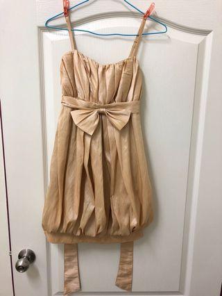 🚚 金色小禮服