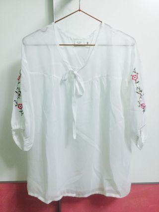 🚚 Air space 雪紡繡花上衣