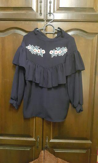 Embroidered flower top in dark blue