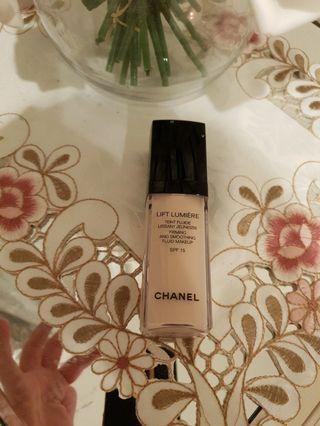 Chanel lift lumiere shade 50 natural