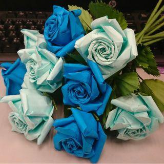 九朵藍色及湖水藍色系列酒杯玫瑰摺紙單枝 #MTRcentral #MTRkt #MTRcwb #MTRtst #MTRmk #freepricing #newbieMay19