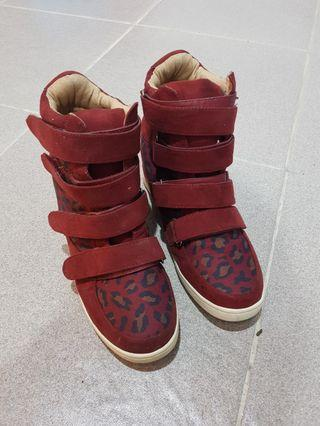 Red boots sneaker