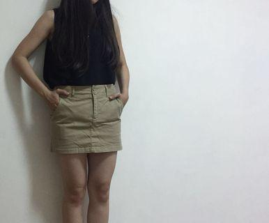 淺駝色短裙