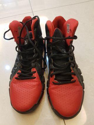 adidas男生籃球鞋