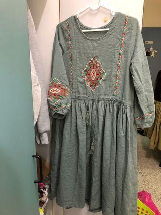 復古刺繡清新豆綠洋裝