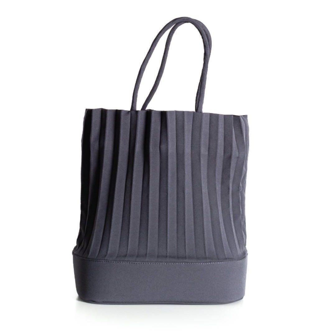 5d4f7edafc a Pale Petal aPacklet (Regular) | Handbag in Dark Grey, Women's ...