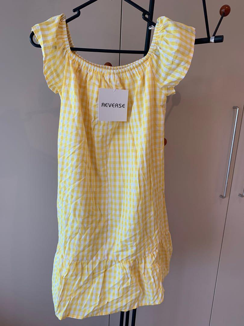 Brand new with tags! Cute, checkered off shoulder, mini dress - size S