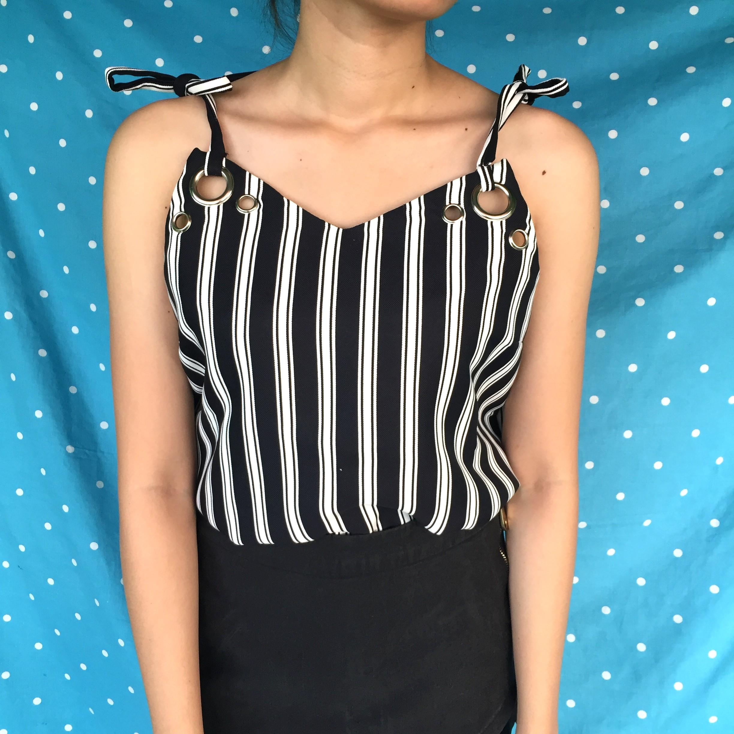 Sleveless striped black and white top