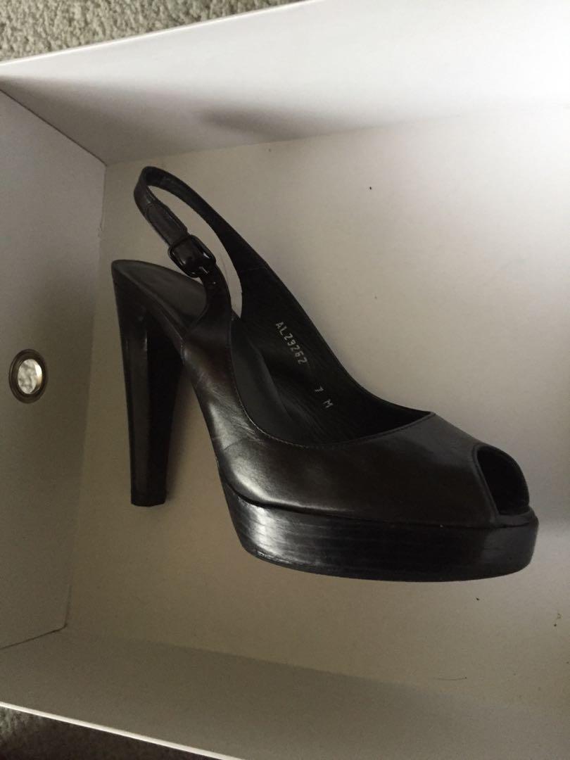 STUART WEITZMAN - women's shoes 7