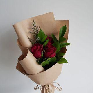 🚚 [Cheap af.] <out of stock> $8 only. 3 stalk red rose bouquet in a grandiose wrapping