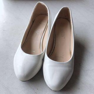 白色高跟鞋 white heels