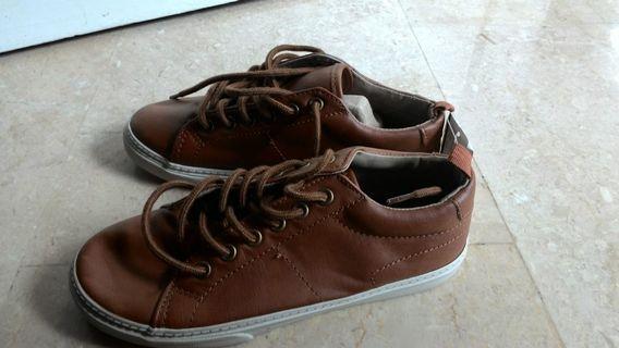 🚚 GAP brown leather shoes