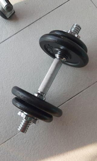 Dumbbell weights.  2.5kg x 2 and 1.25 kg x 2 total 7.5kg