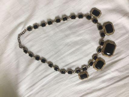 Kalung hitam