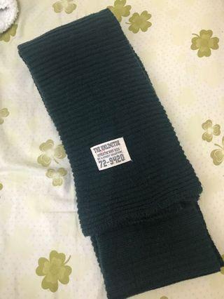 🚚 墨綠圍巾