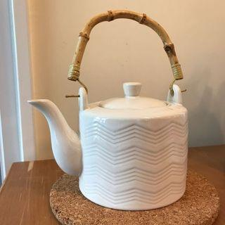(可議價)白色茶壺 white teapot (price negotiable)