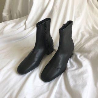 貼踝黑短靴 低跟靴 sutol
