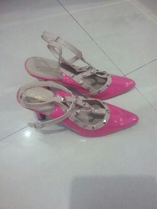 Sepatu ala Valentino studded ( Brand Local ) Pink