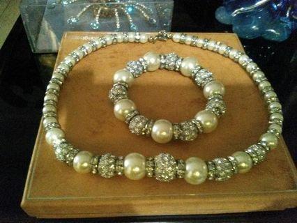 Gelang dan kalung Mutiara