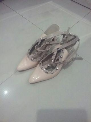 Nude replika Valentino Studed (Brand Local )