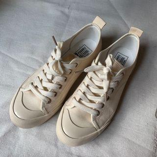 Milk tea canvas shoes bought from Korea