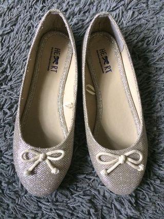 TLTSN gold flat shoes