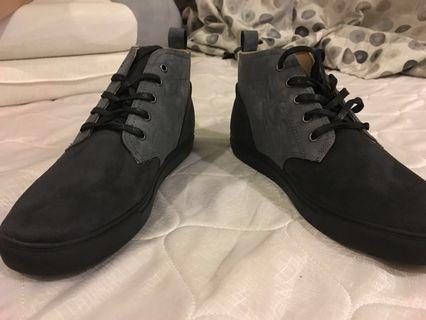 Jaxon Tonal mixed material chukka boots