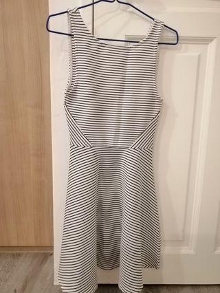Ready stock _Striped Dress c/w V shape Back