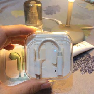 Adapter lighting to headphone jack