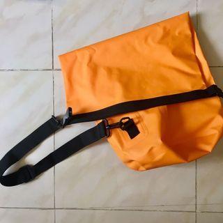 防水袋 橙色 斜背袋