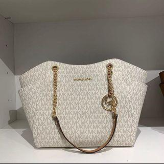 Micheal Kors JST Large Chain Shoulder in Signature Vanilla