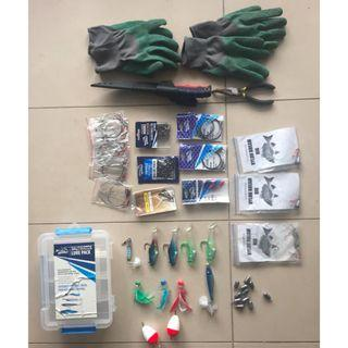 Complet fishing gear set - lures, hooks, wire, rigs, gloves, etc.