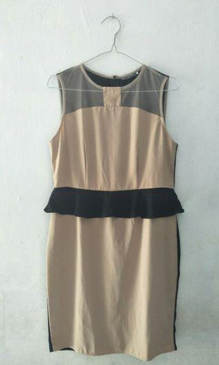 Dress cream hitam wanita