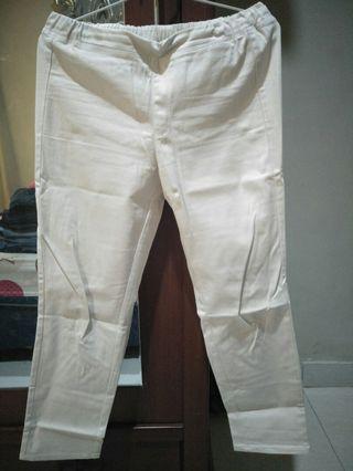 #BAPAU Celana Putih Uniqlo